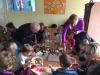 Babice in dedki na obisku pri Palčkih